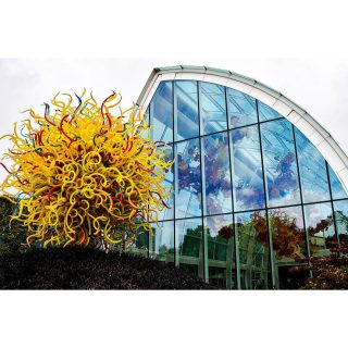 Link in bio - All about #chihuly  . . . . . . . . . . . . . .  . . . . . . . . . . . . . . . . . #chihulygardenandglass #chihulyglass #photo #igers #photooftheday #picoftheday #art #instaart #photography #canon #seattle #travel #instatravel #dope #travelblogger #travelgram #instatravel #tweegram #bestoftheday #washington #explore #instadaily #instacool #beautiful #architecture